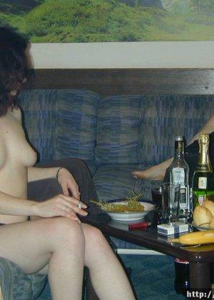 Пьяная жена флиртует, красивое порно секс итальянцев