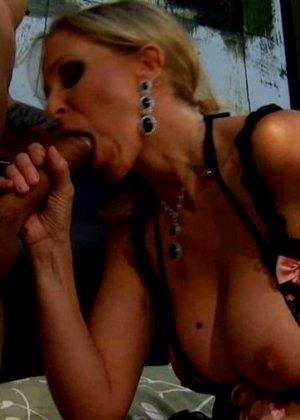 Джулиа Анн ебется в специальном, сексуальном белье