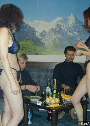 С пьяными женами в сауне