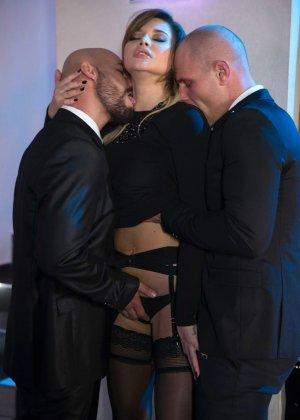 Анна потрахалась с двумя мужиками