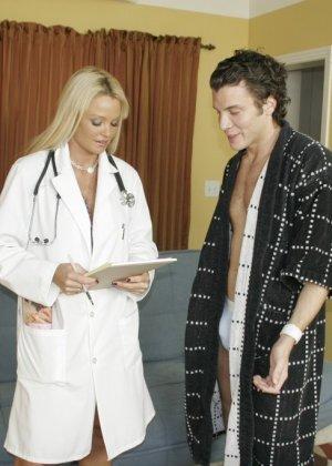 Выебал сексуальную врачиху