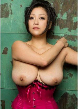 Азиатки с немаленьким бюстом