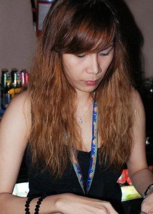 Пьяная тайская проститутка с сиськами