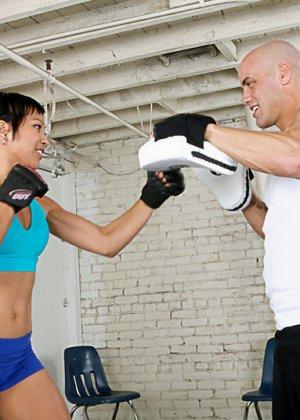 Тренер по боксу ебет спортивную азиатку