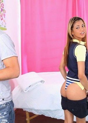 Молодая латинская блядь Вероника Родригез ебется на массаже