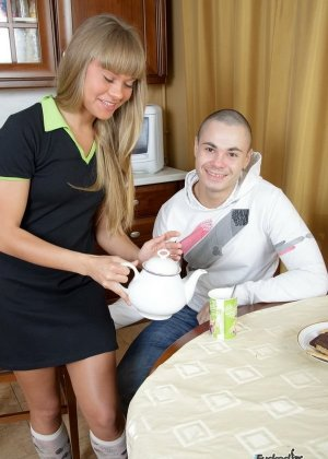 После секса русская блондинка получила сперму на свое лицо