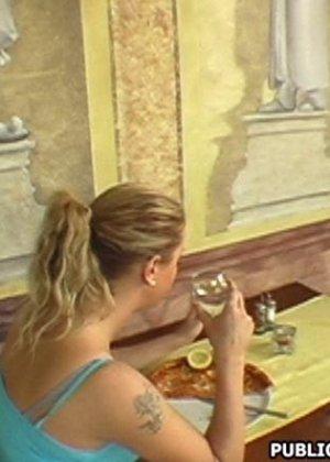 Женщина перепихнулась в туалете дешевого кафе
