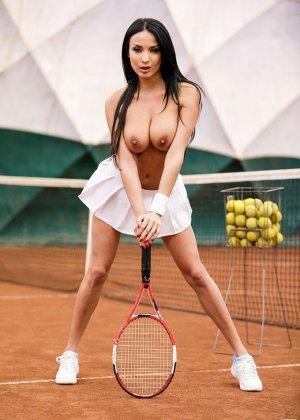 Вместо игры в теннис, Анисса поебалась в жопу