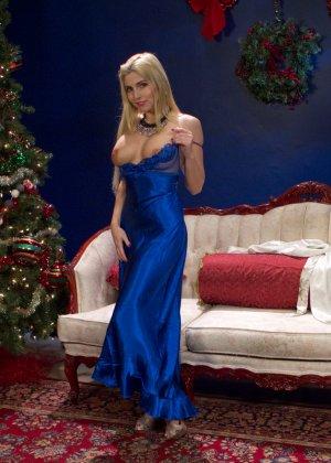 Кристи сделала новогодний подарок своей подружке, осуществив ее сексуальную фантазию