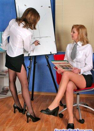 Лесбиянки в колгтотках - Элис и Оливия
