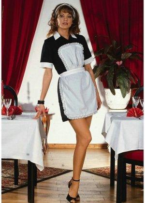 Французская домохозяйка на каблуках оголяется