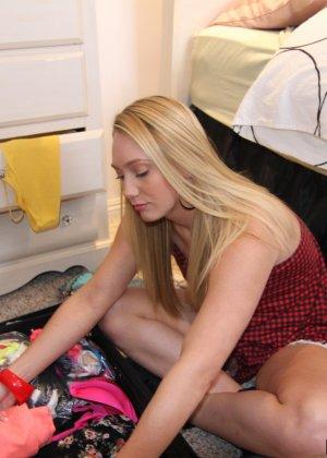 Блондинка наслаждается межрассовой хардкорной еблей