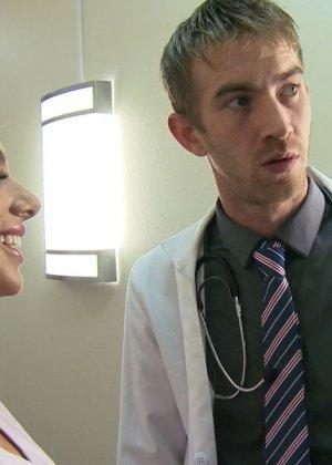 Джуэлз Вентура дала врачу