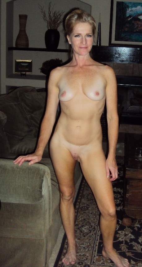 milf-showing-full-frontal-nudity-hoy-fuckin