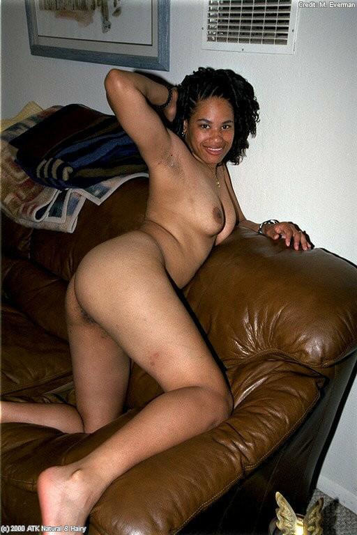 Волосатая пизда африканки Келли
