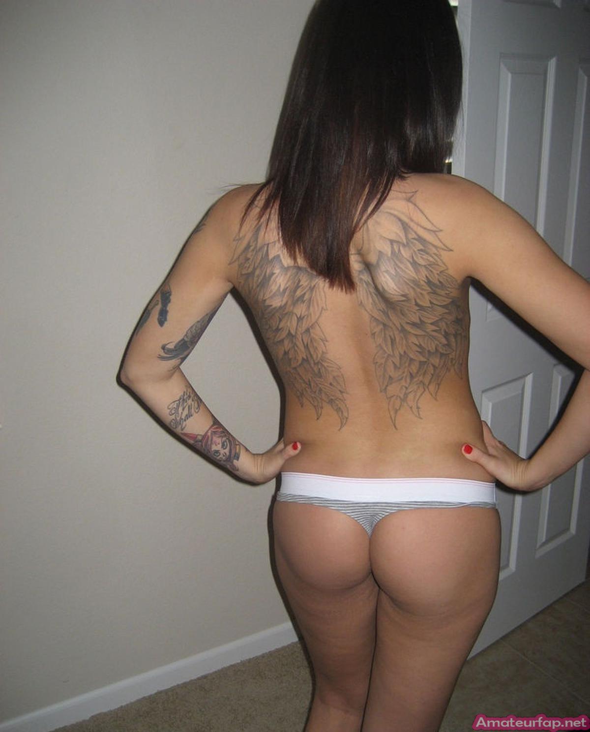 Эротика от татуированной красавицы