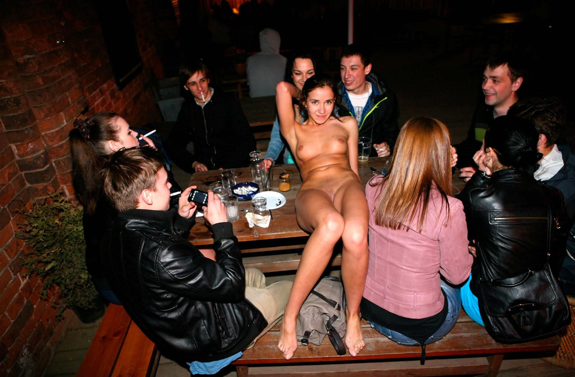 Секс в кафешках просмотр любительские съемки