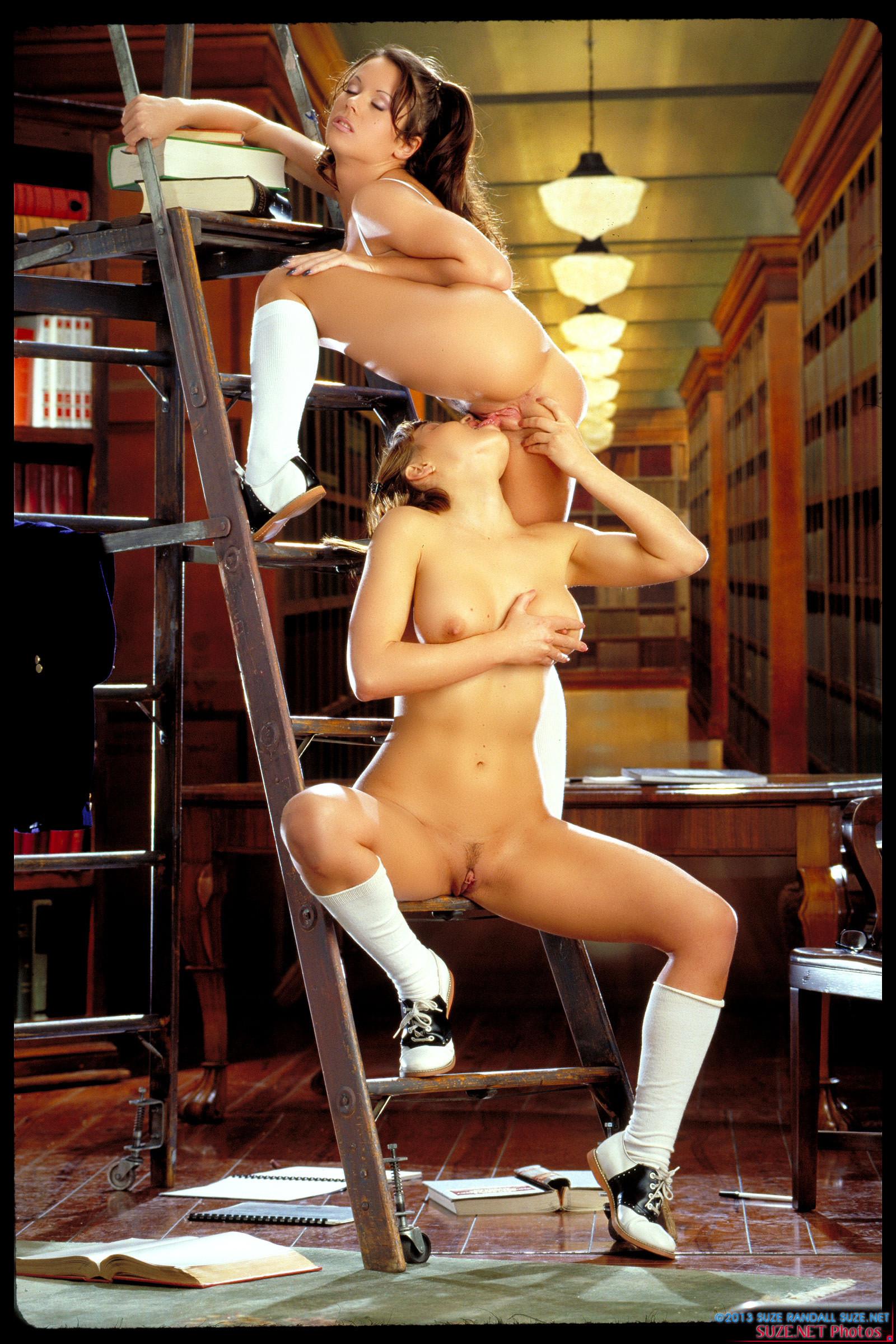 Секс в библиотеке лесбиянок