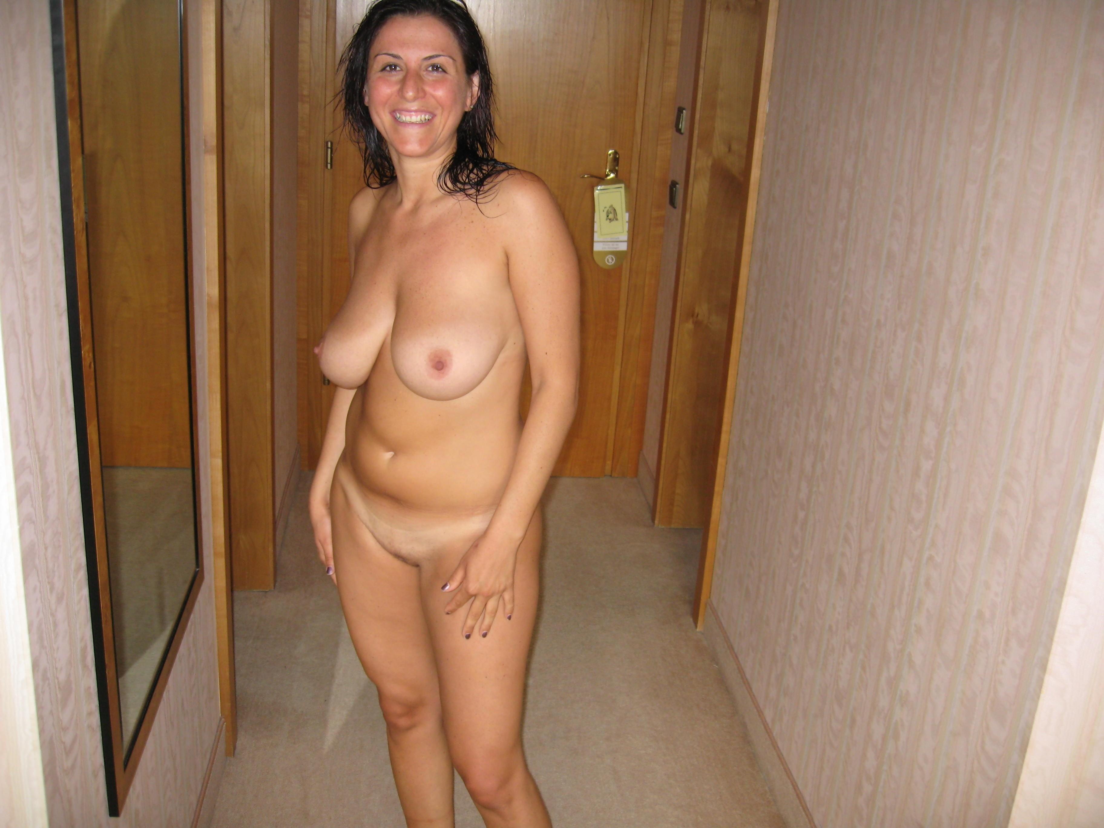 фото голых женщин дома был