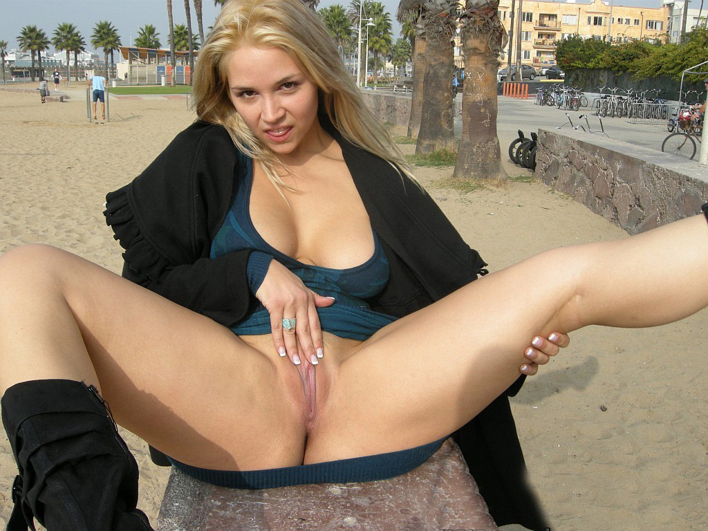 exposed-ass-pussy-public