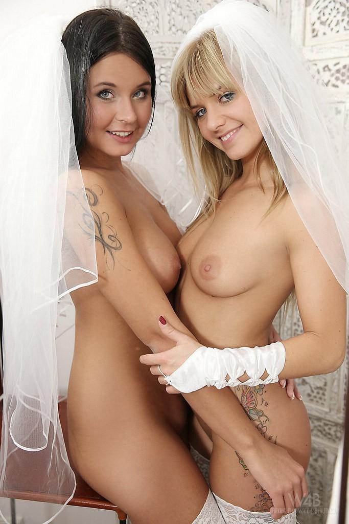 Вытаскивая первая ночь невест лесбиянок видео влагалище фото присоединилась