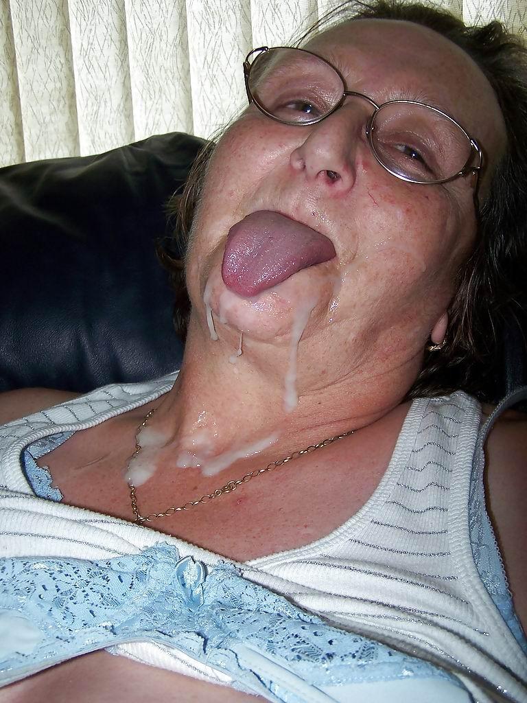 пожилым женщинам кончают на лицо
