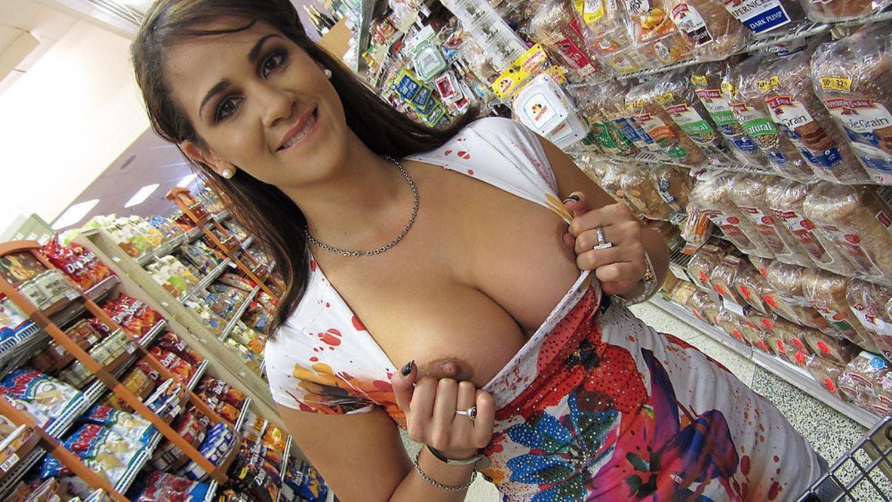 jerry-springer-girls-flashing-boobs-at-walmart-nude