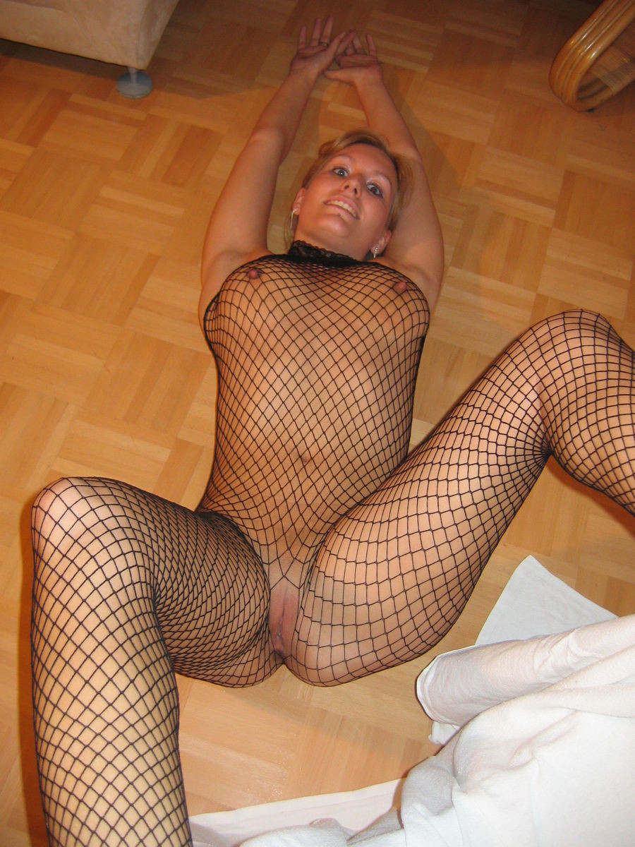 Блондинка завлекает в свои сети