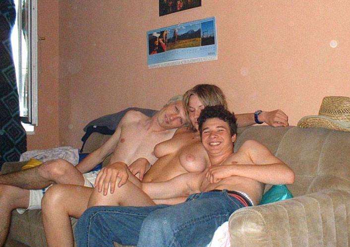 Жену не стесняется друзей порно фото 15