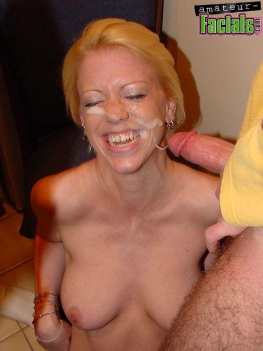 Рыжая любительница спермы на лице