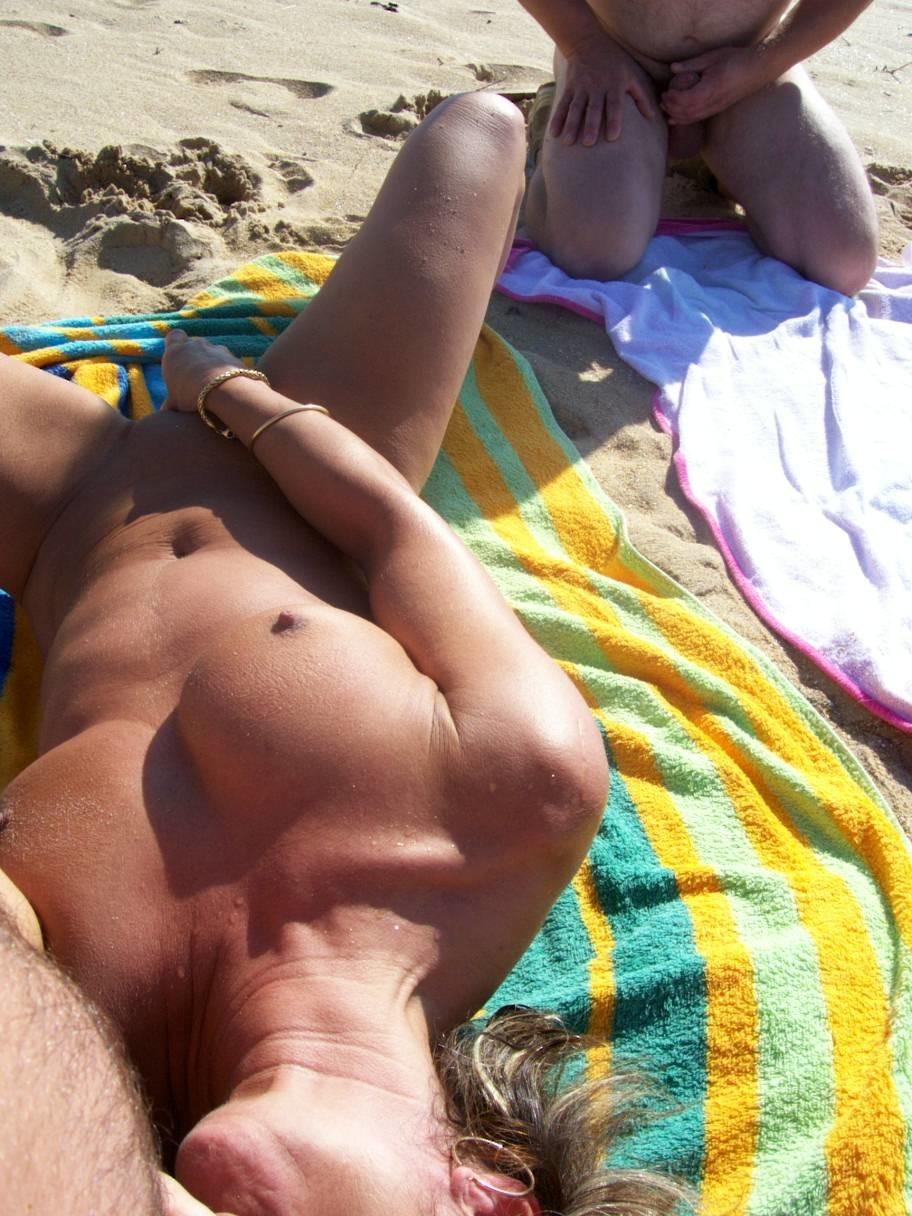 Онанисты на пляже фото видео