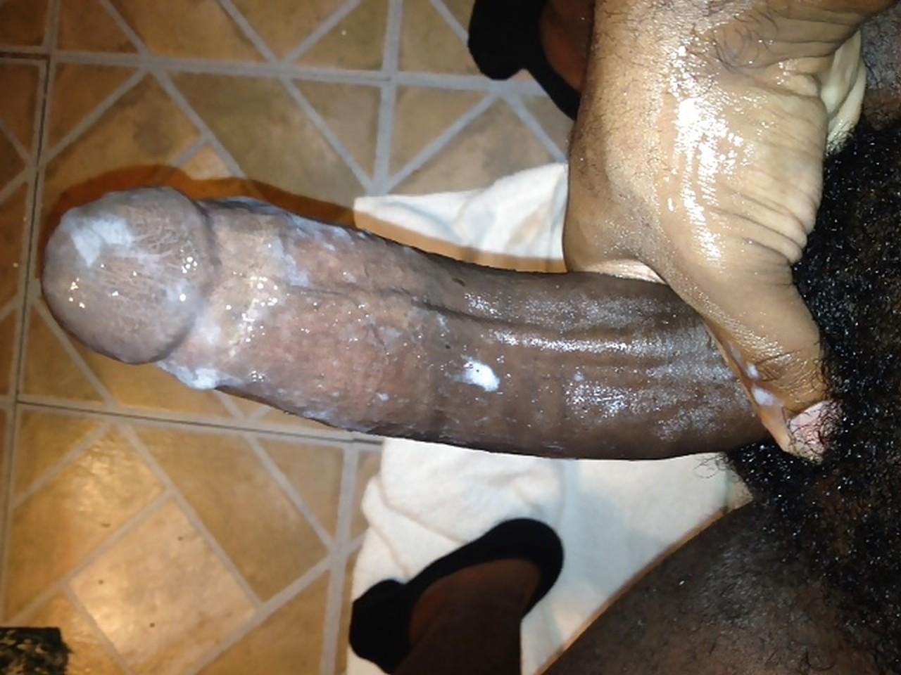 очень много спермы из черного хуя