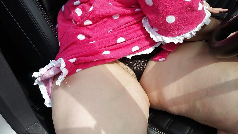 Голая жирная жопа жены под халатом