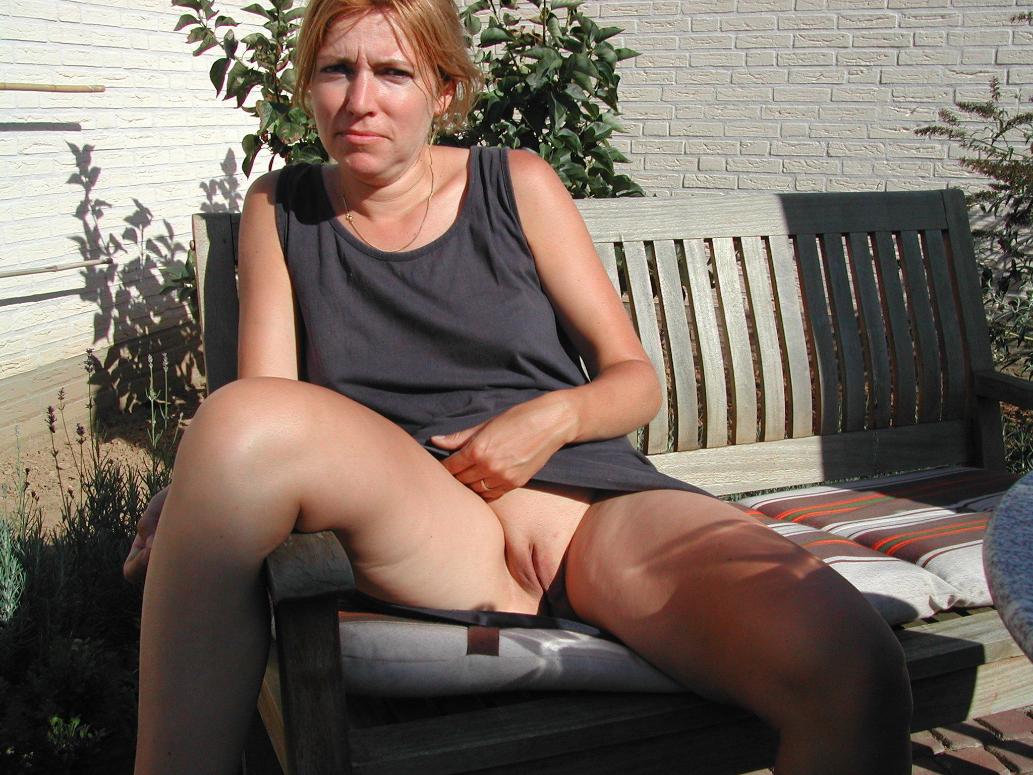 older-women-flashing-there-pussys