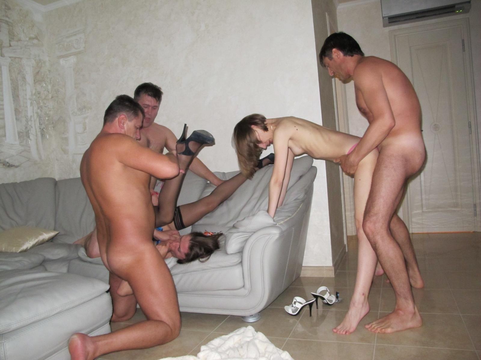 Московскую проститутку ебут на съемной квартире, женский шпагат голый
