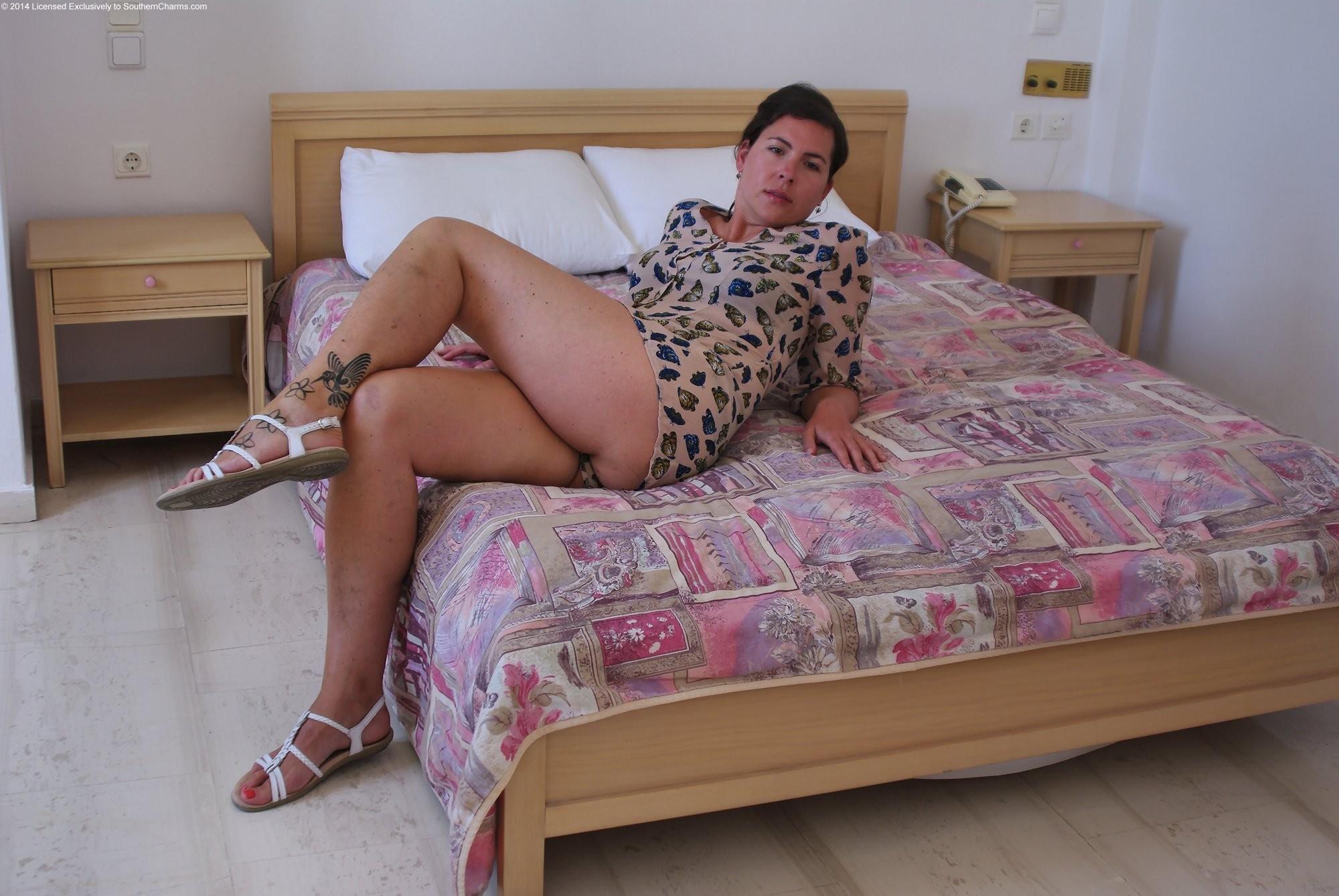 Одинокая мамочка давно не брила между ног