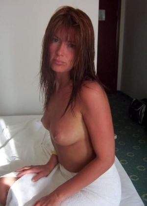 Делал много фото голой жены в отпуске
