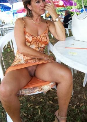 Голая пизда под юбкой пожилой женщина и она же голая на пляже