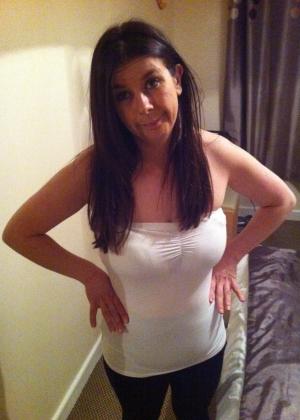 Жена оголила жопу сняв леггинсы