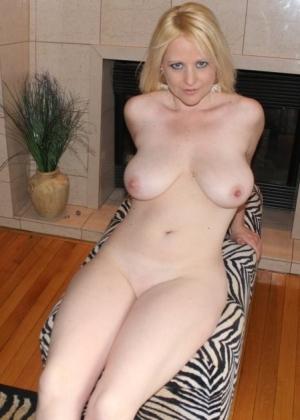 Интересно, кто эта сногсшибательная зрелая блондинка?
