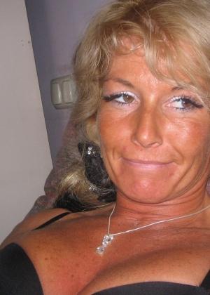 Пожилая, но очень сексуальная блондинка Сюзи и ее муж
