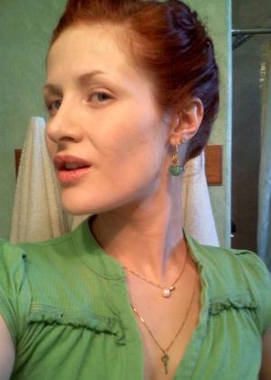 Селфи в ванной рыжей женщины