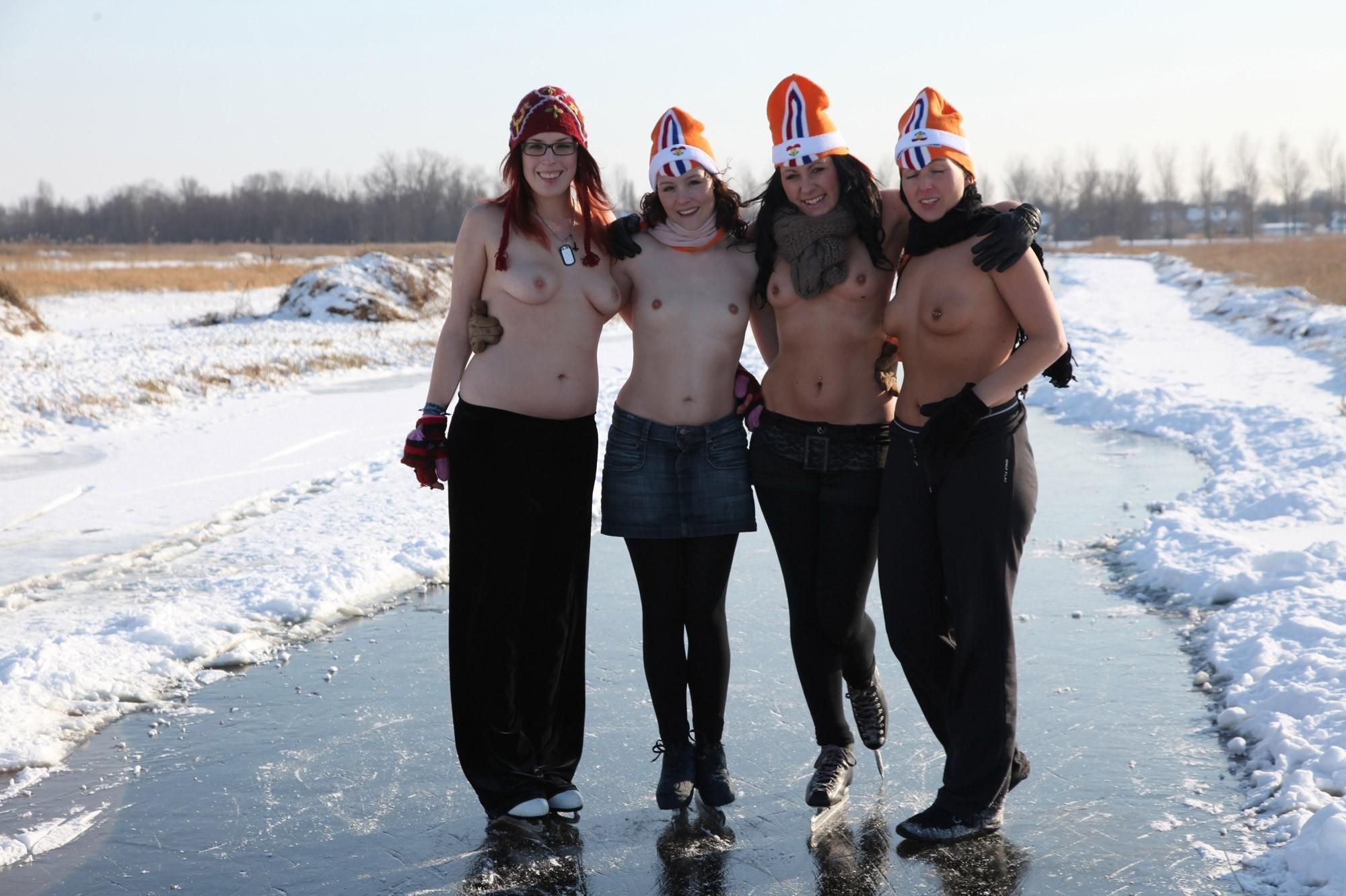 Девушки на снегу (ты их согрей руками) - компиляция 1