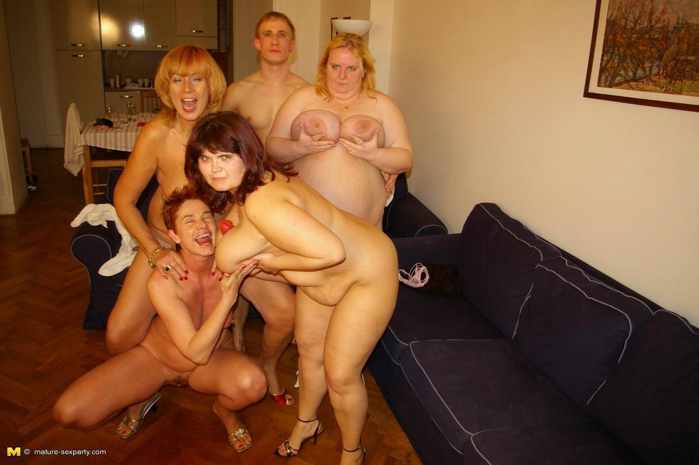Пьяные молодые со зрелыми, групповые оргии молодых лесбиянок
