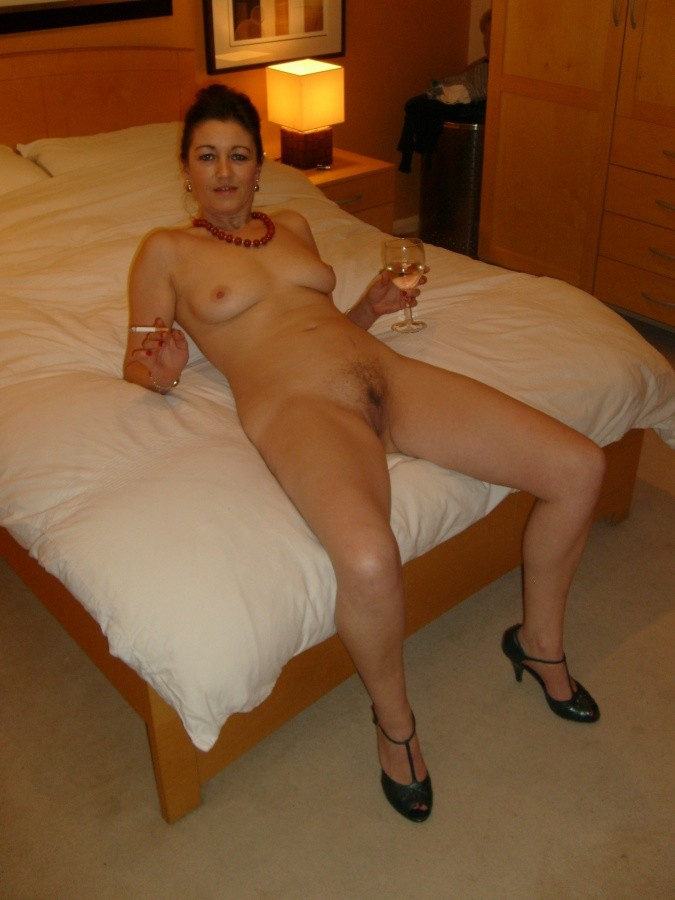 Naked photos of wife — img 1