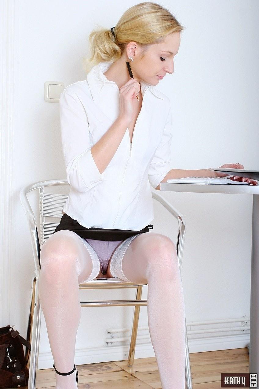 Эро фото под юбкой - компиляция 4