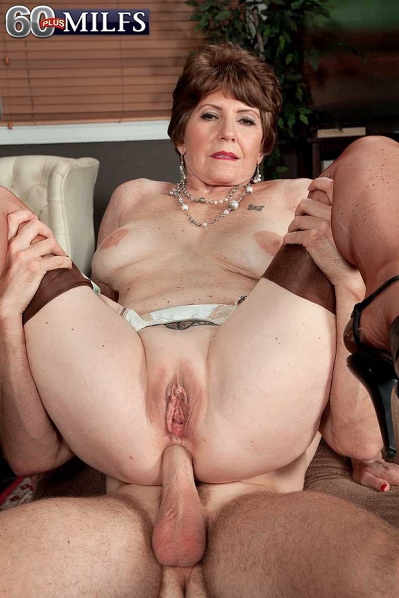 Old mom gets fucked