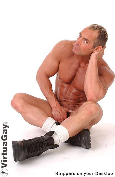 Голый накаченный мужчина, возможно даже гей