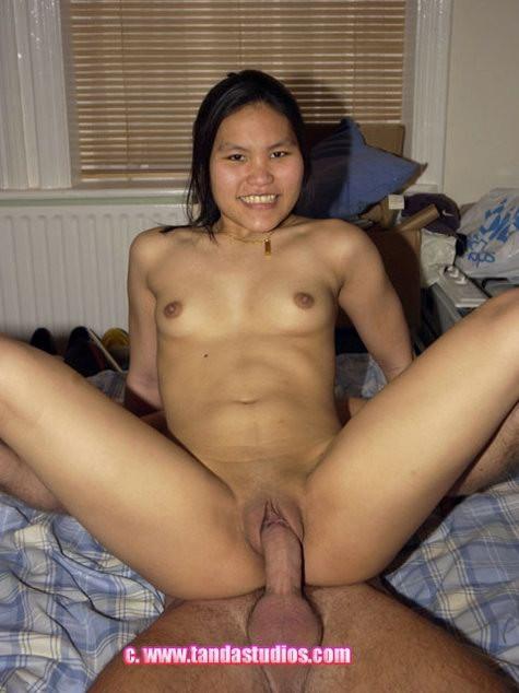 Азиатка Сэмми радостно трахается