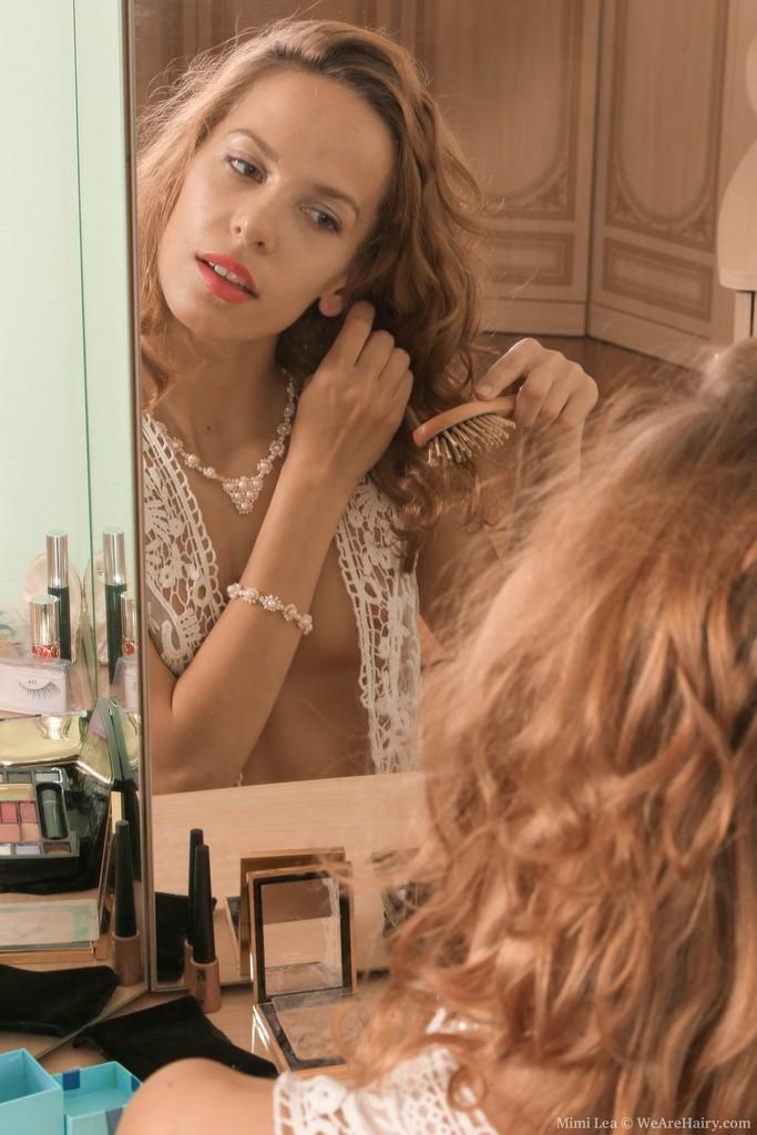 Волосатая киска худой красавицы